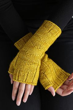 Fast Forward Mittens by Simone Bechtold | malabrigo Worsted in Frank Ochre