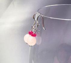 rubiini-ruusukvartsi-korvakorut-roikku