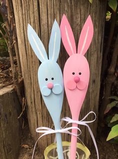 Wooden Bunny Rabbit Spoons Hand Painted by CurvesandEdges on Etsy Rabbit Crafts, Bunny Crafts, Kids Crafts, Easter Crafts For Seniors, Spring Crafts, Holiday Crafts, Wooden Spoon Crafts, Dollar Tree Gifts, Diy Ostern