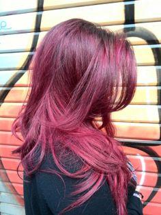 Superbe dégradé de couleur violine. #hair #coiffure