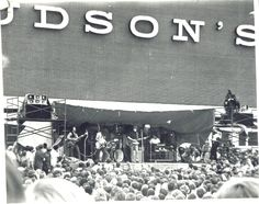 Bob Seger playing at the Oakland Mall grand opening in 1968. At the time, the crowd of 20,000 was the largest Seger and his band had played for.