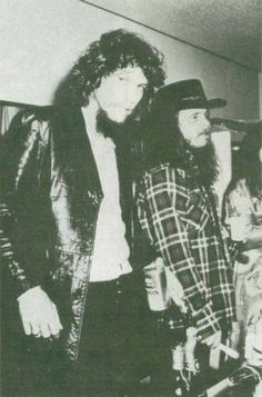 Steve Gaines and Ronnie Van Zant Classic Blues, Classic Rock, Rock And Roll Bands, Rock N Roll, Great Bands, Cool Bands, Steve Gaines, Lynard Skynard, Allen Collins