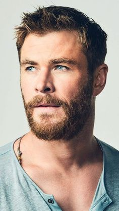 Chris Hemsworth - All my favorite things - Actors Chris Hemsworth Thor, Hemsworth Brothers, Marvel Actors, Age Of Ultron, Hollywood Actor, Charlize Theron, Haircuts For Men, Haircut Men, Curly Haircuts