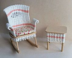 Small Accent Chairs For Bedroom Miniature Chair, Miniature Houses, Miniature Furniture, Dollhouse Miniature Tutorials, Miniature Dolls, Dollhouse Miniatures, Wicker Furniture, Doll Furniture, Dollhouse Furniture Sets