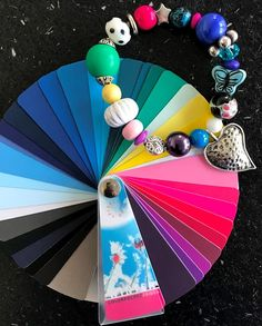 Wintertype accessoires   Style Consulting Color Type, Colour, Cool Winter, Seasonal Color Analysis, Color Me Beautiful, Season Colors, Body Shapes, Jewelry Accessories, Seasons