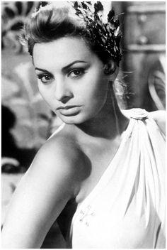 Famous Italians ~ #famousItalians #Italians #celebrities #Italiandiva, #actress ~ The Stunning Sophia Loren 1953