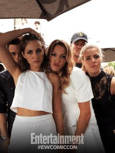 Colton Haynes, Emily Bett Rickards, Willa Holland, Stephen Amell and Katie Cassidy #SDCC ♥