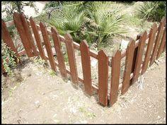 Come delimitare gli spazi esterni del giardino con uno steccato da realizzare da sé? Ecco il fai da te di una nostra lettrice, di professione architetto.
