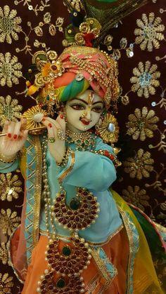 Radha Krishna Love, Shree Krishna, Hare Krishna Mantra, Laddu Gopal Dresses, Krishna Bhajan, Krishna Quotes, Krishna Images, Indian Gods, Durga