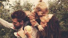 A família é tudo pra as pessoas, é onde você encontra todo o amor e carinho, por isso, separamos as melhores frases pra você demonstrar sua gratidão! #mensagenscomamor #família #amor
