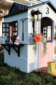 Easy Playhouse Makeover – jojo Drake Playhouse Windows, Playhouse Decor, Plastic Playhouse, Playhouse Plans, Window Box Flowers, Flower Boxes, Babe Cave Sign, Wooden Shelves, Play Houses