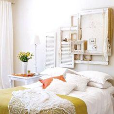 Ventanas recicladas para decorar de manera rústica un dormitorio