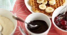 Tee rapeat vohvelit vohveliraudalla ja helpolla vohvelitaikinareseptillä! Näin syntyy paras vohvelitaikina! Chocolate Fondue, Waffles, Cereal, Deserts, Food And Drink, Cooking, Breakfast, House Cafe, Drinks
