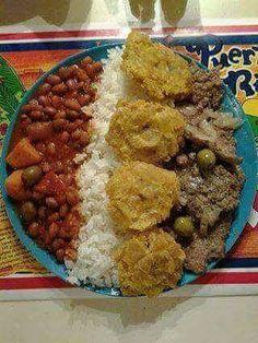 I miss my grandmas food 😩 Puerto Rican Dishes, Puerto Rican Cuisine, Puerto Rican Recipes, Comida Boricua, Boricua Recipes, Spanish Dishes, Spanish Food, Recetas Puertorriqueñas, Hispanic Dishes