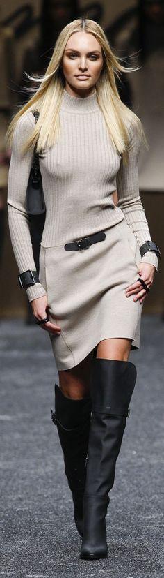 Blumarine Fall 2011 ~ Just needs a bra. High Fashion, Womens Fashion, Milan Fashion, Look Chic, Autumn Winter Fashion, Winter Style, Dress To Impress, Fall Outfits, Cat Walk