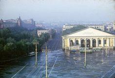Манежная площадь со зданием Центрального выставочного зала. Он был реконструирован после сильного пожара в 2004 году