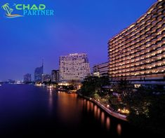 Shangri-La Hotel Bangkok facing the Chao Phraya River stands in the neighborhood opulent of Thai food stands and busking musicians playing guitar. Shangri La Hotel Bangkok, Bangkok Hotel, Bangkok Thailand, Best Places To Vacation, Best Vacations, Riverside Hotel, Affordable Hotels, Holiday Hotel, Best Hotel Deals
