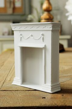A great way to give your dollhouse charm is by making your own fireplace mantel. It's very easy to do. And you can make it any size you want. Dollhouse Miniature Tutorials, Miniature Crafts, Diy Dollhouse, Dollhouse Miniatures, Diy Barbie Furniture, Dollhouse Furniture, Miniature Furniture, Barbie Room, Barbie Doll House