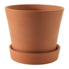 INGEFÄRA Ruukku ja aluslautanen IKEA Huokoinen punasavi imee vettä itseensä. Kasvi voi tarvittaessa hyödyntää ruukkuun…