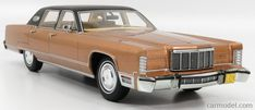 BoS-MODELS BOS216 Scale 1/18  LINCOLN CONTINENTAL TOWN CAR 1975 GOLD BLACK