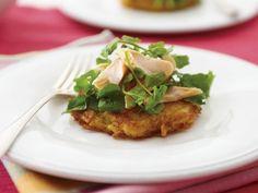 Rösti mit geräucherter Forelle und Brunnenkresse ist ein Rezept mit frischen Zutaten aus der Kategorie Wurzelgemüse. Probieren Sie dieses und weitere Rezepte von EAT SMARTER!
