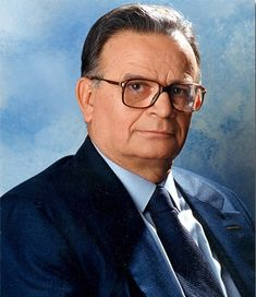 Sarantos Kargakos (born in Gytheio, 1937 - died in Athens on January 14, 2019) Esteemed author and philologist whose prolific work on Greek history and language is considered a major achievement of the late 20th Century. Greek History, Late 20th Century, Author, Film, January 14, Athens, Language, Movie, Film Stock