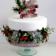 To create uncommon design from the common themes is what makes your Christmas cake unique. Here are some outstanding christmas cake ideas for you! Christmas Wedding Cakes, Christmas Cake Decorations, Holiday Cupcakes, Christmas Desserts, Sugar Craft, Fancy Cakes, Themed Cakes, Beautiful Cakes, Eat Cake