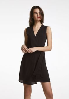 Robe portefeuille en crêpe IKKS | Mode Printemps Eté Robe Color Negra, Outlet, Coaching, Black, Dresses, Fashion, Black Gowns, Jackets, Crepe Dress