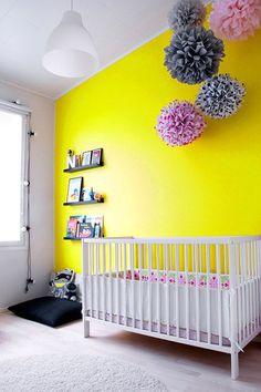 Quarto de bebê com parede dramática | Eu Decoro