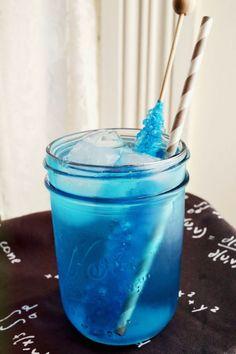 Fan-girls Breaking Bad Cocktail via A Beautiful Mess Blue Drinks, Mixed Drinks, Vodka Cocktails, Cocktail Drinks, Breaking Bad, Vodka Blue, Rock Candy Sticks, Kool Aid, Food Themes