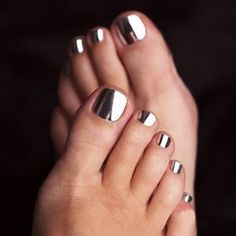 23 Fashionable Pedicure Designs to Beautify Your Toenails: #1. Chic Silvery Toenail Design