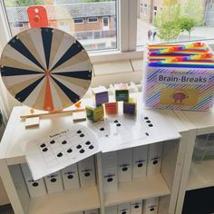 Brain-breaks – Skolelærerlife Brain Breaks, 13 Year Olds, Classroom, Teaching, Holiday Decor, School, Grammar, Creative, Class Room