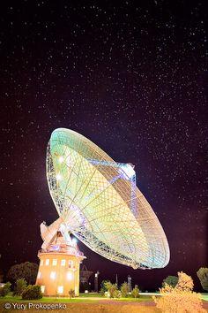 Listening to the Stars :  Parkes radio telescope.  Parkes, NSW, Australia.  Yury Prokopenko