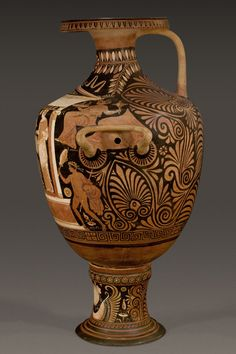 Apulian monumental red-figure Hydria by the White Saccos Painter, Ca. 320-310 BC