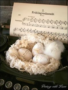 Spring Decoration: Nest on Old Typewriter - Vintage with Laces