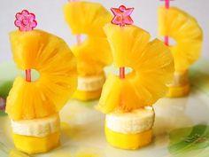 Schipper, mag ik overvaren? Leuke bootjes gemaakt van ananas en banaan. Niet alleen mooi, maar ook supergezond!