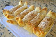 Pastéis de maçã e nozes Mini Desserts, Delicious Desserts, Dessert Recipes, Portuguese Desserts, Portuguese Recipes, Good Food, Yummy Food, Pound Cake Recipes, Sweet Tarts