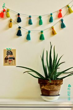 kwastjes - Easy peasy bunting with tassels (Villa Appelzee) Tassel Garland, Bunting Garland, Diy Bunting, Tassels, Garlands, Diy Accessoires, Arts And Crafts, Diy Crafts, Easy Peasy