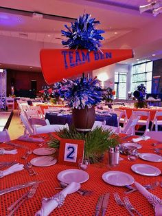 example of football/cheer party tablescape Cheer Banquet, Football Banquet, Football Cheer, Football Birthday, Football Stuff, Football Season, 21st Birthday, Football Centerpieces, Banquet Decorations