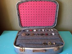 65 Ideas diy jewelry display craft show vintage suitcases Jewellery Storage, Jewellery Display, Jewelry Organization, Diy Jewelry, Necklace Display, Jewelry Holder, Earring Holders, Ring Storage, Jewellery Boxes