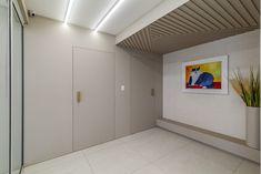 Clínica Ville D'or, para Luval e Paula Contin Interiores – RPGuimarães Door Design, Home Office, Divider, Room, Furniture, Home Decor, Medical Office Interior, Colors, Interiors