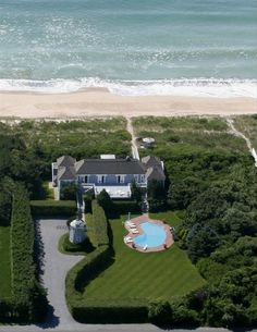 a sweet little stroll to the beach when you pick up this 17 million dollar #mansion in the Hamptons.
