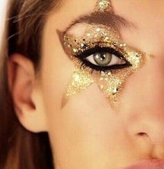 makeup Last-Minute-Tipps fr Silvester-Make-up, Haare und Ngel - Glam Rock Makeup, Sparkle Eye Makeup, 70s Makeup, New Year's Makeup, Glitter Makeup, Party Makeup, Wedding Makeup, Makeup Tips, Makeup Hacks
