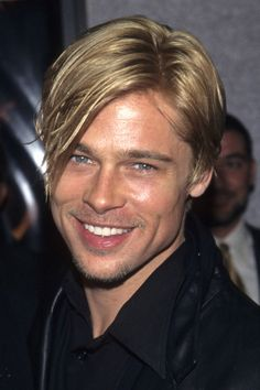 Or, 31 excuses to look at pictures of Brad Pitt. Brad Pitt And Angelina Jolie, Jolie Pitt, Jennifer Aniston, Cabelo Do Brad Pitt, Brad Pitt Haarschnitt, Brad Pitt Pictures, Brad Pitt Haircut, Pixie Cut, First Ladies
