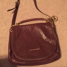 Michael Kors brown leather bag Michael Kors brown leather bag. Long strap to wear cross body (does NOT detach!). Good hardware. Satchel style. Hardly used, in excellent condition. Michael Kors Bags