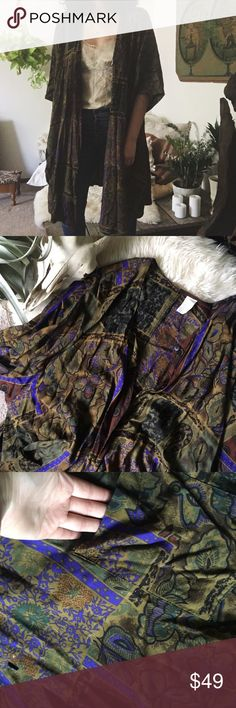 TIGER EYE duster • lightweight material • button-down with pockets • vintage   SIZE REFERENCE // 5'2 - 34A - S IN TOPS - 4 IN PANTS  ANY OFFERS ARE WARMLY ENCOURAGED  BUNDLE DISCOUNT DEPENDS ON THE ITEMS Vintage Tops