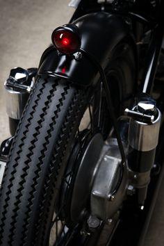 Vintage BMW R51/2 Custom Motorcycle – Fubiz Media