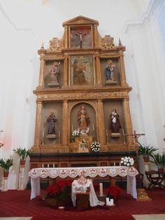 Altar y retablo Mayor. Iglesia del Convento de Santa Clara. El original de incalculable valor fué destruido durante la Guerra Civil, por las fuerzas del Frente Popular