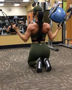 "1,661 Likes, 33 Comments - Jill Mahowald (@jillchristinefit) on Instagram: ""Back Day from last night! Did a high volume workout to switch things up- 3 supersets at 3x20, with…"""