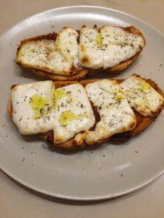Otra receta rápida y resultona. El plan era hacerla con queso de Calasparra como la hacen en murcia pero aquí no lo encontré, así que util...
